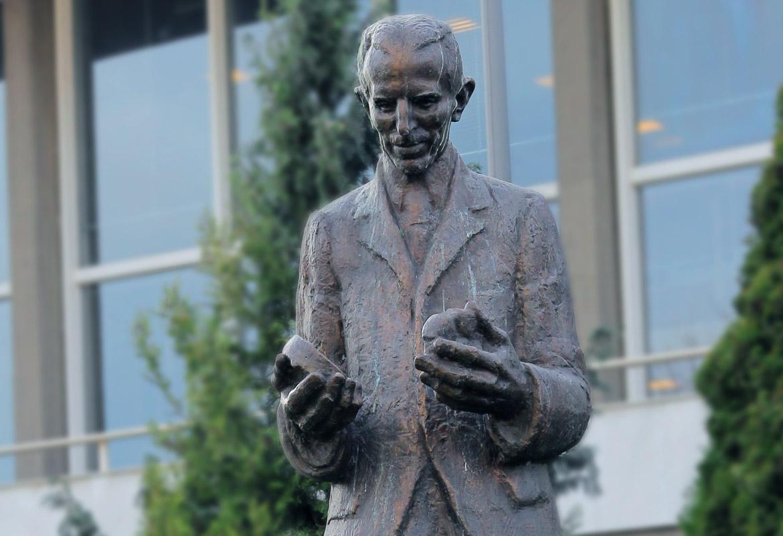 Nikola Tesla statua
